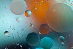 L'eau et pétrole de mélange Images stock