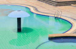 L'eau et parapluies Photo stock