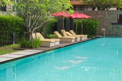 L'eau et parapluies image stock