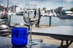 L'eau et vin sur les docks image libre de droits