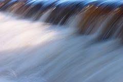 L'eau, flot, cascade à écriture ligne par ligne Photos stock
