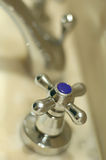 l'eau froide de robinet Photographie stock libre de droits