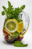 L'eau infusée avec le fruit Photographie stock libre de droits