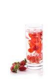 L'eau infusée de fruit frais de la fraise D'isolement au-dessus du blanc Image stock