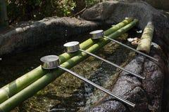 L'eau japonaise de purification et poches inoxydables photo stock