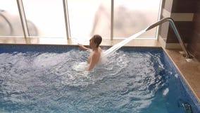 L'eau Jet Massage de piscine banque de vidéos