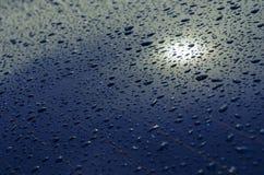 L'eau laisse tomber le fond en verre Photographie stock