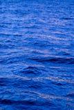 L'eau majestueuse bleue profonde Image libre de droits