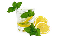 L'eau, menthe et citron de glace Photographie stock