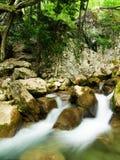 L'eau montante en cascade Photos stock