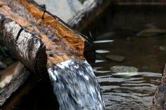 L'eau pleuvante à torrents en baisse fraîche Photographie stock libre de droits
