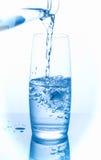 l'eau pleuvante à torrents en verre Photo libre de droits