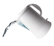 L'eau plue à torrents de la bouilloire Image stock