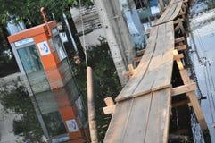 L'eau recule dans une rue de Bangkok le 26 novembre 2011 Images stock