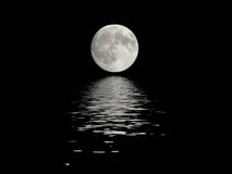 l'eau reflétée de pleine lune Photo libre de droits