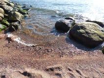 L'eau rencontre la terre Images libres de droits