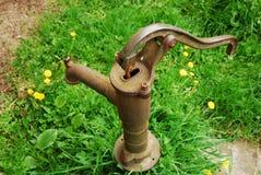 l'eau rouillée de vieille pompe Image libre de droits