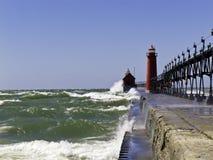 L'eau rugueuse au phare Photo libre de droits