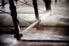 L'eau rugueuse autour des piliers de pilier machinés par victorian Image libre de droits
