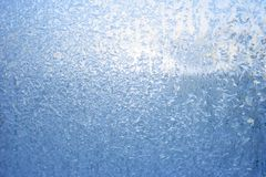 L'eau se cristallise, cela est des tours dans les plus petits cristaux de glace image stock