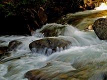 L'eau se précipitante Photographie stock libre de droits