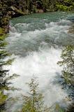 L'eau se précipitante photographie stock