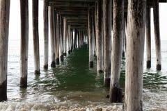L'eau sous un pilier Images libres de droits