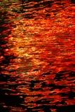 L'eau sur des couleurs d'abrégé sur incendie Photo libre de droits