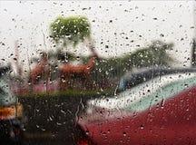 L'eau sur le vitrail photographie stock