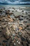 L'eau sur une plage au Nouvelle-Zélande Photos libres de droits