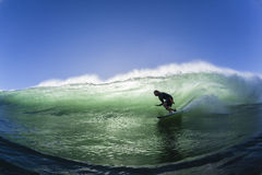 L'eau surfante de natation de vague Images libres de droits