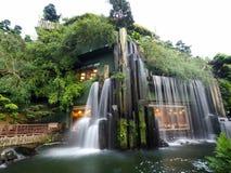 L'eau synthétique tombant en Nan Lian Garden Photos libres de droits