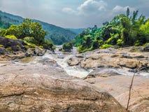 L'eau traversant la rivière image libre de droits