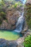 l'eau verte dans la piscine de la cascade de Jokkradin Images libres de droits