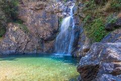 l'eau verte dans la piscine de la cascade de Jokkradin Photos stock
