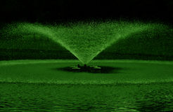 L'eau verte de fontaine Photographie stock libre de droits