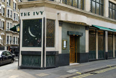 L'edera, via ad ovest, Londra, Gran-Bretagna Fotografia Stock Libera da Diritti