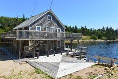 L'edificio di Grey Gull utilizzato in porto immagini stock libere da diritti