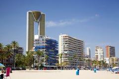L'edificio di Intempo domina l'orizzonte alla spiaggia di Benidorm in Spagna immagine stock