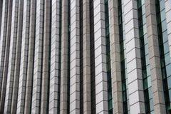 L'edificio per uffici moderno di vetro e del calcestruzzo dettaglia la vista immagini stock