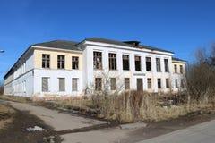 L'edificio scolastico di vecchia scuola fotografie stock libere da diritti