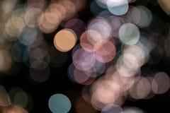 L'effetto di fondo ha offuscato i colori pastelli delle sfere del bokeh immagine stock libera da diritti