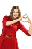 L'efficace giovane donna in un vestito rosso con cuore rosso Valentin Fotografie Stock Libere da Diritti