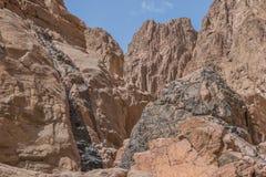 L'Egitto, le montagne del Sinai abbandona, canyon colorato Fotografia Stock