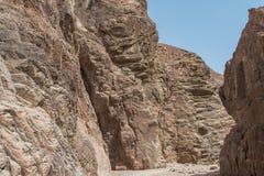 L'Egitto, le montagne del Sinai abbandona, canyon colorato Fotografie Stock