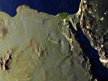 L'Egypte la nuit sur le modèle réaliste de la terre Photos stock