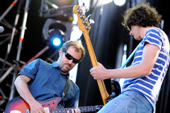 L'EL Inquilino Comunista, un groupe de rock indépendant espagnol de Guecho (Vizcaya), exécute au festival 2013 de bruit de Heineke Images libres de droits