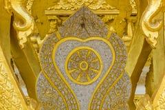 L'elefante dorato scolpisce la struttura della religione di buddismo Fotografie Stock