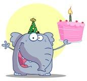 L'elefante felice tiene la torta di compleanno Fotografie Stock Libere da Diritti