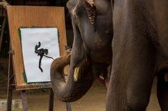 L'elefante sta disegnando l'arte Fotografie Stock Libere da Diritti